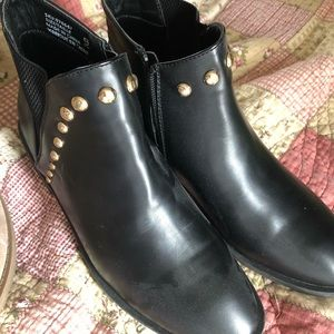 2FOR1 DEAL- Pleather & beige booties size 9